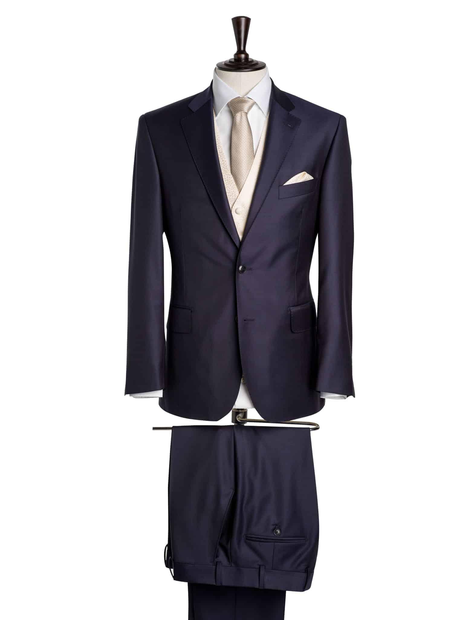 Maßbekleidung, Dreiteiliger Hochzeitsanzug nach Maß,