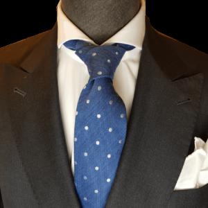hellblaue Krawatte mit Punkten