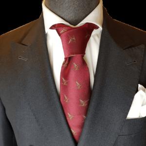 Rote Krawatte mit Jagdmuster
