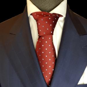 Rote Krawatte mit weißen Punkten