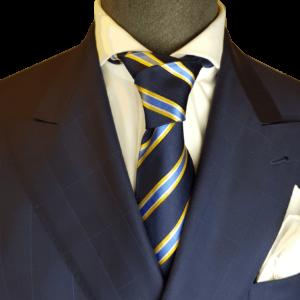 Dunkelblaue Krawatte mit gelben Streifen